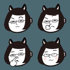 黒猫かぶってるメガネ女子