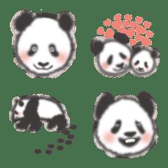 ピンクほっぺのふわもこパンダ