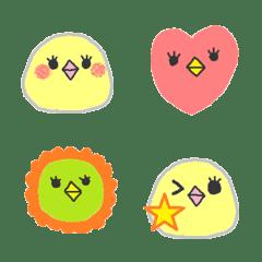 小さくてまるい黄色い鳥さん