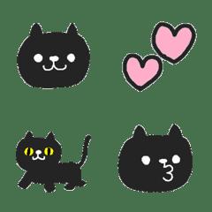 まんまる顔のゆるかわシンプル黒猫