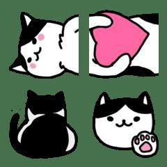 白黒ハチワレ猫(ゆるめ)