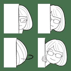 ショートヘアーメガネ女子