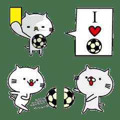 サッカーする猫