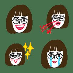 シュール女子【マッシュボブ顎下めがね】